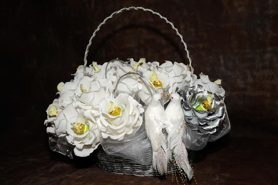 Свадебная композиция из конфет