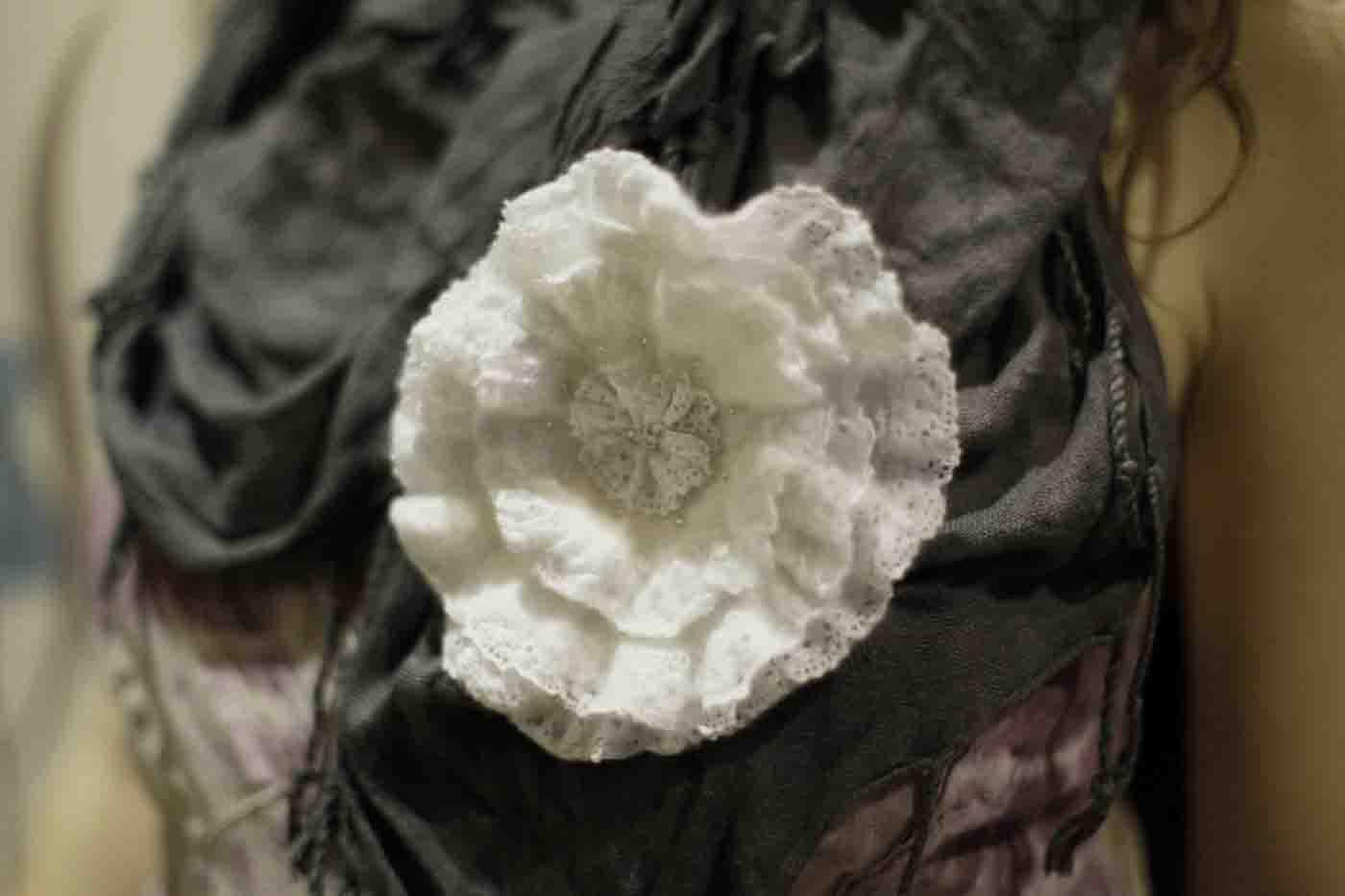 цветок с кружевом