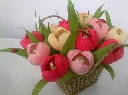 Лукошко с тюльпанами
